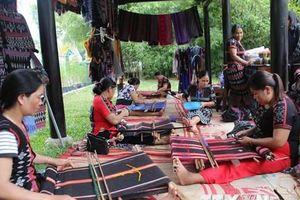 Nét độc đáo tại Festival Nghề truyền thống Huế năm 2019