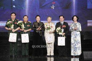 Chủ tịch Quốc hội dự chương trình giao lưu 'Tri ân đồng đội'