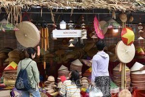 Tinh hoa nghề Việt trên phố bích họa Phùng Hưng