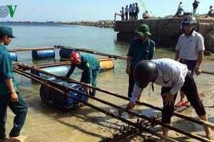 Quảng Ngãi hỗ trợ hơn 8 tỷ đồng cho các hộ dân ngừng nuôi cá ở cảng Dung Quất