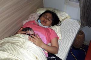 Một bé gái vừa chào đời trên đoàn tàu SE4