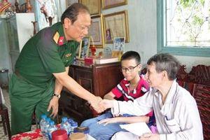 Bộ CHQS tỉnh Tây Ninh thăm tặng quà gia đình chính sách tiêu biểu