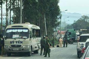 Xe đầu kéo va chạm với xe khách 5 người thương vong