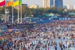 Bãi biển Vũng Tàu đông nghẹt người trong kỳ nghỉ lễ 30/4