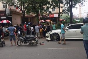 Hà Nội: Trước kỷ nghỉ lễ, thanh niên đi Honda Wave tông trúng 'hàng hiệu' Porsche Panamera