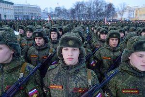 Ukraine tăng chi tiêu quân sự đối trọng Nga