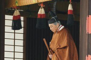 Nhật hoàng Akihito làm nghi lễ báo cáo các thần trước khi thoái vị