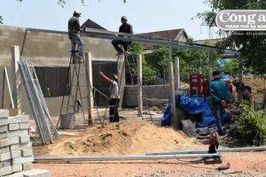 Trồng cây , xây nhà chờ đền bù từ dự án cao tốc