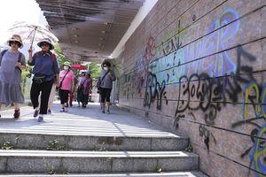 'Nghệ thuật nửa vời' bôi bẩn phố phường Đà Nẵng