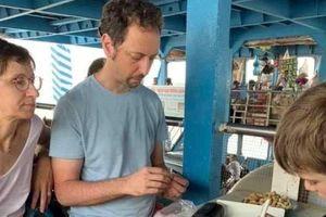 Sự thật thông tin hai du khách nước ngoài bị chặt chém 10 USD/đĩa lạc luộc phà Đình Vũ