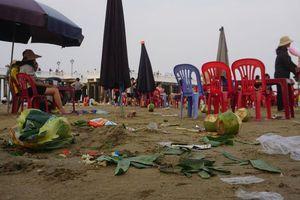 Thanh Hóa: Bãi tắm Hải Tiến ngập rác trong dịp nghỉ lễ 30.4 - 1.5