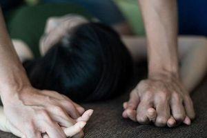 Thiếu nữ 19 tuổi bị bạn trai mới quen khống chế, đưa vào nghĩa trang cưỡng hiếp
