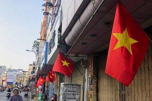 Phố phường Thủ đô Hà Nội và TP.HCM rực rỡ cờ hoa trong ngày đại lễ 30/4