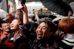 Người dân Nhật Bản ăn mừng đất nước sang triều đại mới