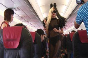 Sư thật chuyện hot girl mặc nội y lên máy bay đòi ngồi ghế trước dù mua vé phía sau?
