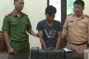 Mang 26 bánh heroin lên xe khách vận chuyển lên Lạng Sơn