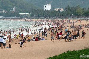 Thiên đường du lịch Bình Định kín người dịp lễ, tỉnh cấm 'chặt chém' khách