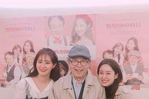 Vợ chồng Goo Hye Sun - Ahn Jae Hyun 'hack tuổi', Song Hye Kyo khoe tranh vẽ tuyệt đẹp