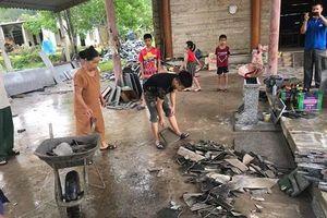 Hà Tĩnh: Lốc xoáy trên diện rộng hàng trăm ngôi nhà bị tốc mái