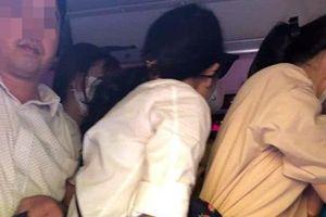 Hà Nội: Đón lõng, bắt tại trận xe khách 29 chỗ 'nhét' 73 người