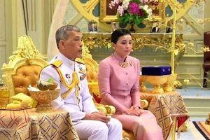 Tân Hoàng hậu Thái Lan: Chặng đường từ nữ tiếp viên hàng không xinh đẹp tới đại tướng quyền uy