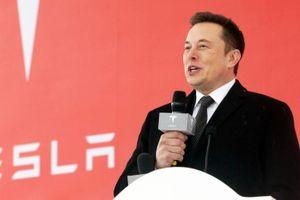 Tesla gọi vốn thêm 2 tỉ USD, cổ phiếu 'bay cao'