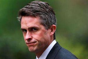 Bộ trưởng Quốc phòng Anh bất ngờ bị sa thải