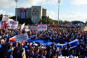 Người dân Cuba tuần hành đón chào Ngày Quốc tế Lao động