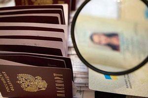Kiev: Hộ chiếu Nga cấp cho người Ukraine bị coi là 'vô hiệu'