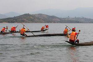 Gia Lai: Lễ hội đua thuyền độc mộc trên dòng Pô Kô