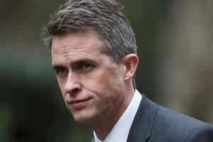 Thủ tướng Anh thẳng tay sa thải Bộ trưởng Quốc phòng
