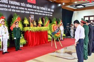 Lãnh đạo, nhân dân tỉnh Thừa Thiên Huế viếng nguyên Chủ tịch nước, Đại tướng Lê Đức Anh tại quê nhà