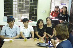 Động viên con cô giáo bị tài xế say xỉn đâm tại hầm Kim Liên trước kỳ thi THPT quốc gia