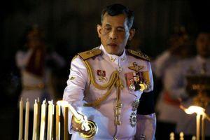 Vua Thái chiêm bái chùa Phật Ngọc trước lễ đăng quang ngày mai