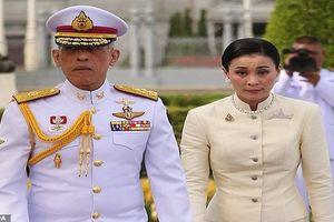 Kinh ngạc con đường 'quan lộ' của tân Hoàng hậu Thái Lan