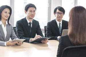 Nghề tuyển dụng: Cơ hội song hành thử thách