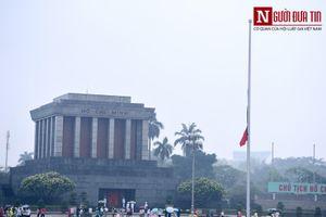 Các cơ quan, công sở đồng loạt treo cờ rủ Quốc tang Nguyên Chủ tịch nước Lê Đức Anh