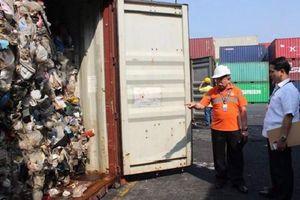 Bị Philippines dọa 'tuyên chiến', Canada đành nhận lại hàng tấn rác thải