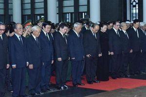 Các đoàn vào viếng nguyên Chủ tịch nước, Đại tướng Lê Đức Anh