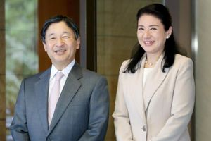 Tân Hoàng Hậu Nhật Masako Owada tinh tế khi thường chọn thời trang 'đôi' với chồng