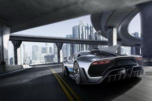 Tay đua David Coulthard sẽ sở hữu cả Aston Martin Valkyrie và AMG One