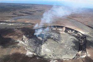 May mắn sống sót sau khi rơi xuống miệng núi lửa sâu 90m
