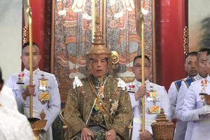 Lễ đăng cơ uy nghi của vua Thái Lan qua ảnh