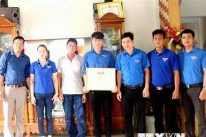 Quảng Bình khen thưởng 2 thanh niên cứu sống 5 người bị đuối nước