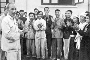 Vận dụng Tư tưởng Hồ Chí Minh về đức và tài của người cán bộ cách mạng trong giai đoạn hiện nay