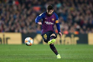 Messi và những cú sút phạt kinh điển trong PES 2019
