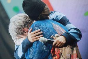 Xiumin bật khóc khi thấy các thành viên EXO