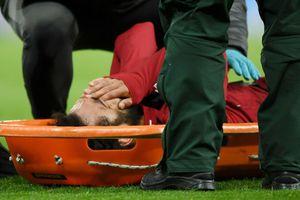 Salah bật khóc vì dính chấn thương, có thể lỡ trận gặp Barca
