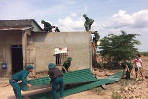 Giúp dân khắc phục hậu quả thiên tai
