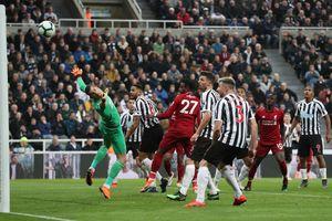 Nhọc nhằn thắng Newcastle, Liverpool đưa cuộc đua vô địch Premier League hấp dẫn đến vòng cuối